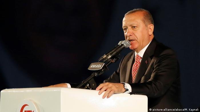 Türkei Jahrestag Putschversuch- Rede von Erdogan vor dem Parlament (picture-alliance/abaca/M. Kaynak)