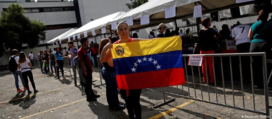 Venezuelanos foram convocados para participar de consulta simbólica sobre proposta do governo