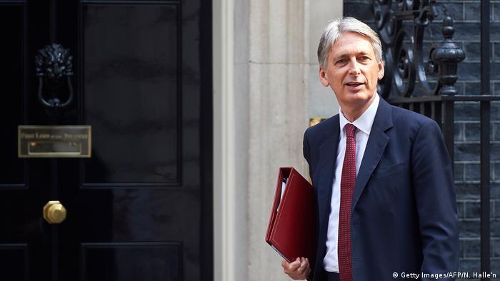 Ministros del Gobierno de May creen necesario negociar con la UE un periodo de transición para después del brexit, hasta marzo de 2019. 42 % de empresas británicas opina que el brexit ha perjudicado inversiones. 17.07.2017