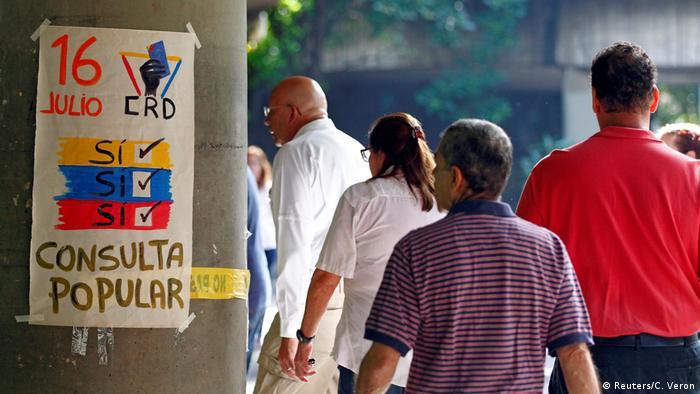 Venezuela Caracas symbolisches Referendum gegen Maduro (Reuters/C. Veron)