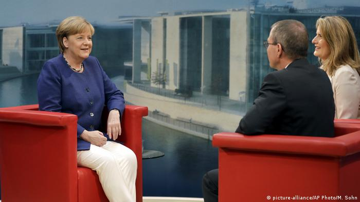 Deutschland | ARD-Sommerinterview mit Angela Merkel (picture-alliance/AP Photo/M. Sohn)