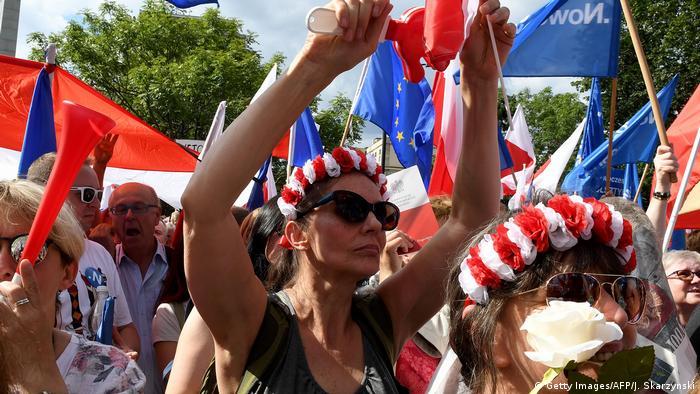 Протестующие против судебной реформы в Польше