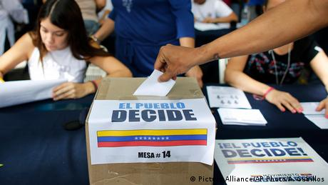 Venezuela Caracas Referendum (Picture Alliance/AP Photo/A. Cubillos)
