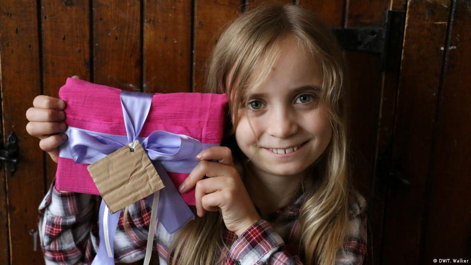How To Wrap A Present Without Using Paper Or Tape Global