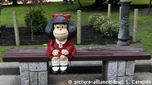 epa04456443 View of a little sculpture (80 centimetres) of cartoon Mafalda created by Argentinian Joaquin Salvador Lavado known as 'Quino' displayed at Campo de San Francisco park in Oviedo, Asturias northern Spain, 21 October 2014. 'Quino' will receive the 2014 Prince of Asturias of Comunication and Human Arts Award during a ceremony at the Campoamor Theatre in Oviedo on 24 October 2014. EPA/J.L.CEREJIDO +++(c) dpa - Bildfunk+++ |