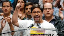 17.07.2017 Der oppositionelle Abgeordnete Freddy Guevara spricht am 17.07.2017 in Caracas (Venezuela) bei einer Pressekonferenz. Bei einer vom Parlament initiierten Volksbefragung hat sich eine überwältigende Mehrheit von 98,4 Prozent gegen die Verfassungspläne der sozialistischen Regierung von Präsident Maduro ausgesprochen. Nach der Volksbefragung fordert die Opposition neue Proteste gegen die Regierung. Foto: Ariana Cubillos/AP/dpa +++(c) dpa - Bildfunk+++