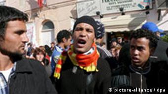 Flüchtlinge brechen aus Lager auf Lampedusa aus