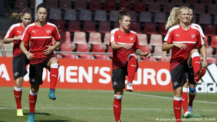 Fussball UEFA Euro 2017 Frauen - Schweiz - Warm up