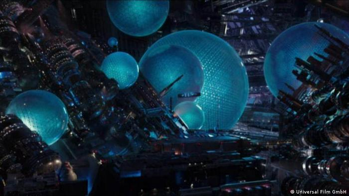 Szene aus Valerian - Die Stadt der tausend Planeten mit Science-Fiction-Weltraumlandschaft (Universal Film GmbH)