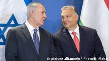 Israeli Prime Minister Benjamin Netanyahu, left, and his Hungarian counterpart Viktor Orban chat as they attend a signing ceremony in the Parliament building in Budapest, Hungary (picture alliance/AP Photo/B. Mohai)