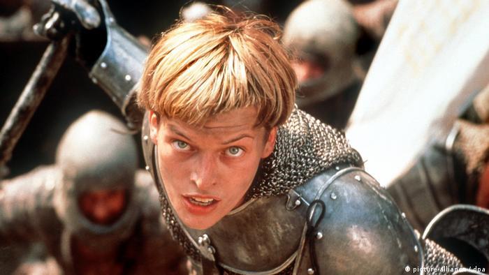 Szene aus Johanna von Orleans mit Milla Jovovich als Jeanne d'Arc 1999 (picture-alliance / dpa)