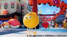 Gene (T.J. Miller) in Texopolis in Columbia Pictures and Sony Pictures Animation s THE EMOJI MOVIE. (2017) Los Angeles CA PUBLICATIONxINxGERxSUIxAUTxONLY 33337_007THA Genes T J Miller in in Columbia Pictures and Sony Pictures Animation S The Emoji Movie 2017 Los Angeles Approx PUBLICATIONxINxGERxSUIxAUTxONLY 33337_007THA
