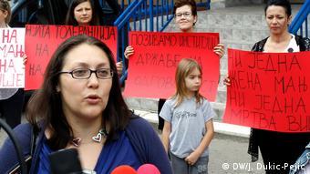 Häusliche Gewalt gegen Frauen Serbien