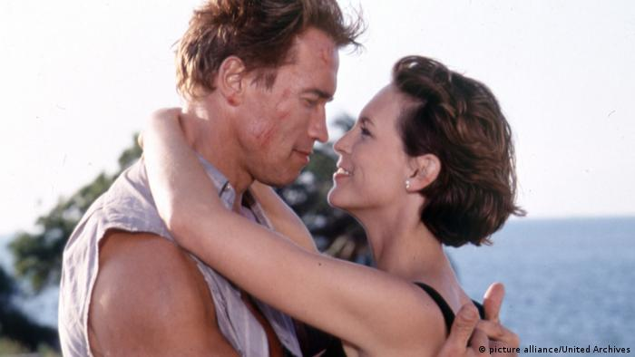 Arnold Schwarzenegger and Jamie Lee Curtis in True Lies, 1994 (picture alliance/United Archives)