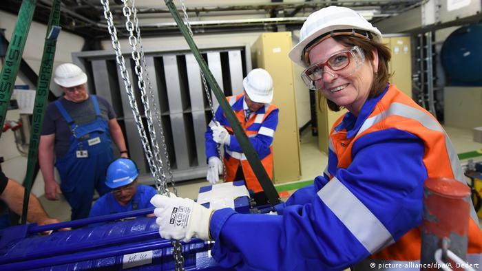 Deutschland Hessen - Rückbau Atomkraftwerk Biblis beginnt mit Umweltministerin Priska Hinz