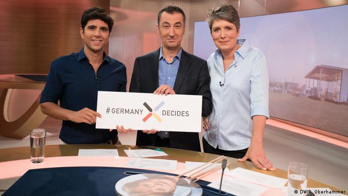 De dcha. a izqda.: Ines Pohl, editora en jefe de DW; Cem Özdemir, candidato principal de Los Verdes, y el presentador Jaafar Abdul-Karim.
