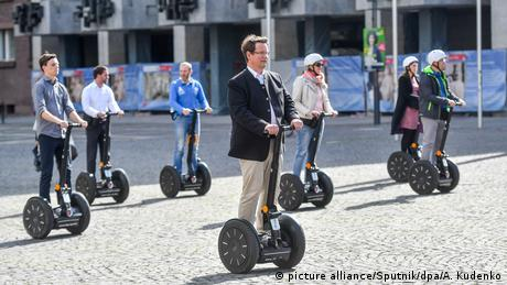 People on segways (picture alliance/Sputnik/dpa/A. Kudenko)