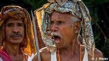 Osttimor (Timor-Leste) wählt ein neues Parlament Traditional Warrior performing at various Campaign Events Nach den Präsidentschaftswahlen im März 2017, wählt Osttimor (Timor-Leste) am 22 Juli ein neues Parlament. Die ehemalige portugiesische Kolonie, die später, zwischen 1975-1999 von Indonesien okkupiert war - nahezu ein Drittel der Bevölkerung kam in den 24 Jahren der Besatzung ums Leben - wurde 2002 nach einer dreijährigen UN-Übergangsperiode unabhängig. 15 Jahre nach seiner Unabhängigkeit gilt Osttimor (Timor-Leste) heute als Vorzeigebeispiel demokratischer Staaten in Südostasien.