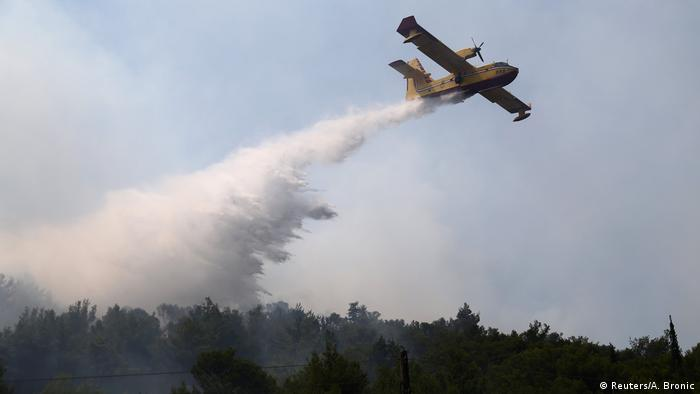 Fire-fighting aircraft in Croatia (Reuters/A. Bronic)