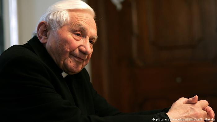 Dr. Georg Ratzinger Bruder von Kadinal Ratzinger beim Interview in seiner Wohnung in Regensburg