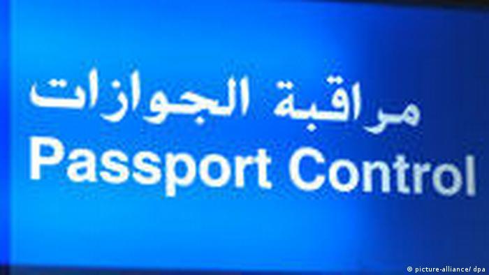 Flughafen Dubai Passkontrolle (picture-alliance/ dpa)