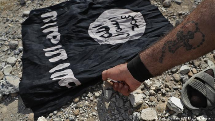 Islamic State flag (picture-alliance/AP Photo/M. Hussein)