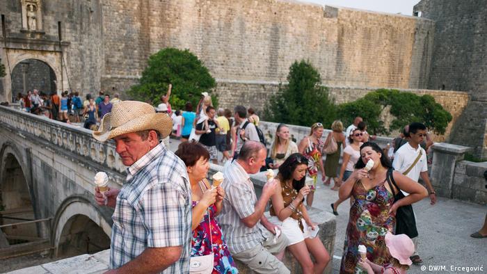 Kroatien Touristen in Dubrovnik (DW/M. Ercegović)