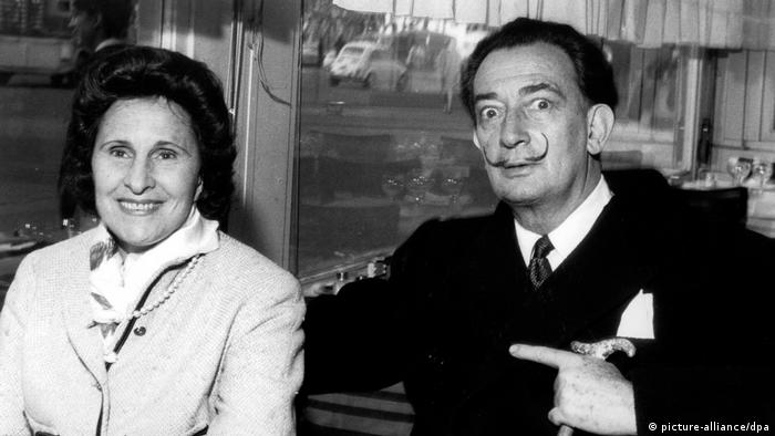 Salvador Dali and wife Gala in 1962 (picture-alliance/dpa)