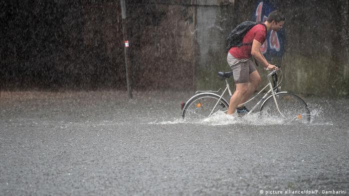 Deutschland Wetter - Gewitter in Köln (picture alliance/dpa/F. Gambarini)