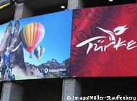 Реклама отдыха в Турции на здании выставочного комплекса в Берлине
