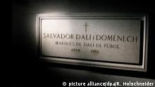 ARCHIV - Die Gruft im Untergeschoss des Teatre-Museu in Figueras (katalonisch: Figueres) unweit der Costa Brava (Spanien), in der der katalanische Künstler Salvador Dali seine letzte Ruhe fand (Aufnahme vom 02.06.2009). Der legendäre Surrealismus-Künstler wird knapp drei Jahrzehnte nach seinem Tod aus seiner letzten Ruhestätte geholt. Zur Klärung einer Vaterschaftsklage ordnete ein Richter in Madrid die Exhumierung des Leichnams an. (zu dpa «Vaterschaftsklage: Maler Dalí wird aus dem Grab geholt» vom 26.06.2017) Foto: Roland Holschneider/dpa +++(c) dpa - Bildfunk+++ | Verwendung weltweit