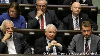 Το ζήτημα των αποζημιώσεων θέτει εκ νέου το Κόμμα Νόμου και Δικαιοσύνης του Γιάροσλαβ Κατσίνσκι