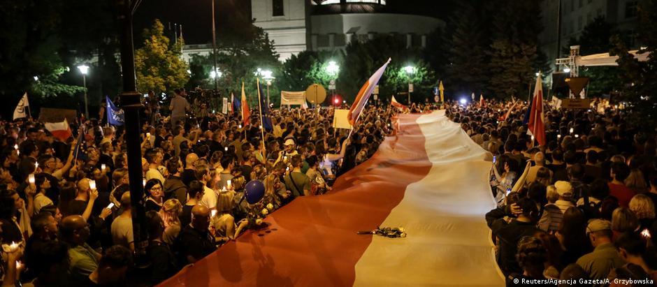 Reforma judiciária foi alvo de protestos na Polônia