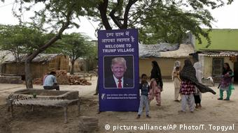 Indien Dorf Maroda - Trump village (picture-alliance/AP Photo/T. Topgyal)