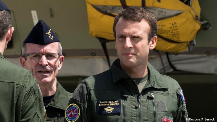 Frankreich Emmanuel Macron in der Luftwaffenbasis in Marseille (Reuters/A. Jerocki)