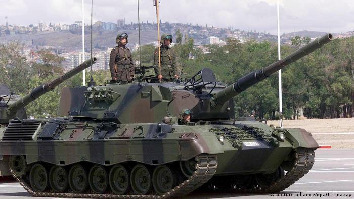 Alman yapımı Leopard tankları 30 Ağustos Zafer Bayramı nedeniyle Ankara'daki resmi geçitte yer alıyor