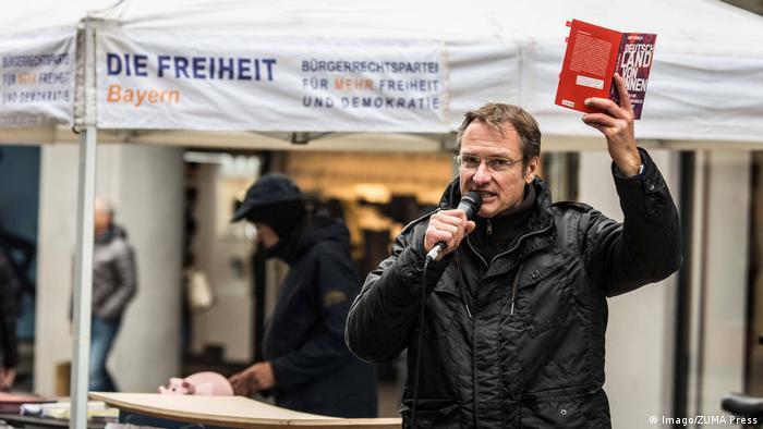 Far-right blogger Michael Stuerzenberger promoting a book by Akif Pirinçci