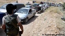 Libanon Arsal - Hisbollah Begleitung von Flüchtlingen