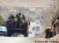 Ливанские солдаты возле пограничного города Арсал