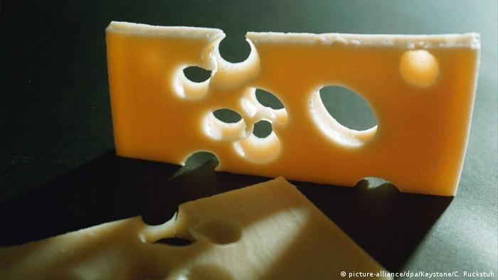 Symbolbild Schweizer Käse (picture-alliance/dpa/Keystone/C. Ruckstuh)