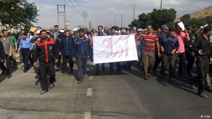 تظاهرات کارگران شرکت آذرآب در اراک