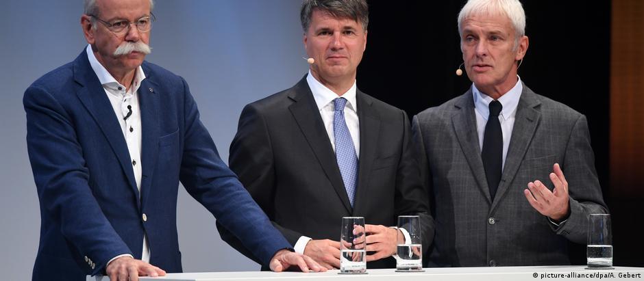 Os chefes da Daimler, Dieter Zetsche, da BMW, Harald Krüger, e da Volkswagen, Matthias Müller