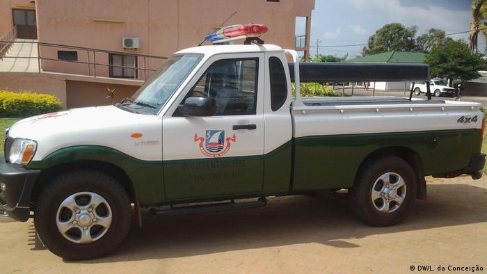 Mosambik MDM prangert mehr Korruption in den Kauf von Autos (DW/L. da Conceição)