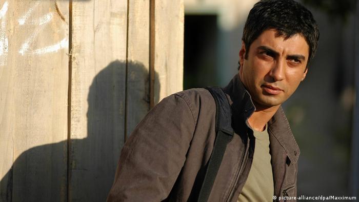 تلویزیون ایران هنرپیشه ترک را عامل بمبگذاری منبج معرفی کرد