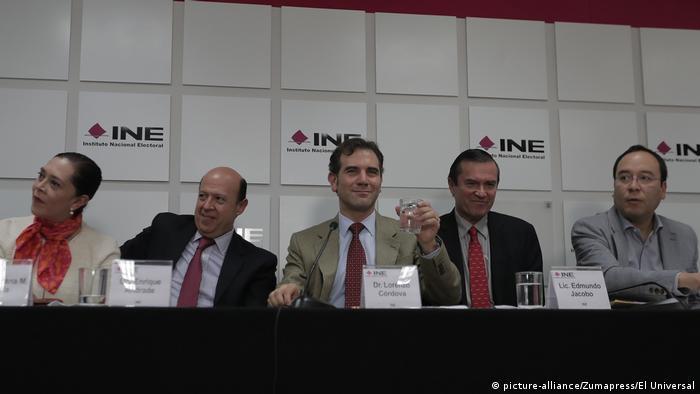 Foto de consejeros del INE encabezados por Lorenzo Córdova