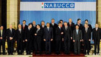 اجلاس رهبران کشورهای شریک در طرح نابوکو در ژانویه در بوداپست. راینهارد میچک مدیر عامل خط لوله نابوکو :«آماده است گازایران را نیز در آینده به اتحادیه اروپا انتقال دهد»