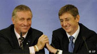 نخستوزیر چک (چپ) به همراه نخستوزیر مجارستان در نشستی که ابتدای سال جاری به میزبانی مجارستان برگزار شد