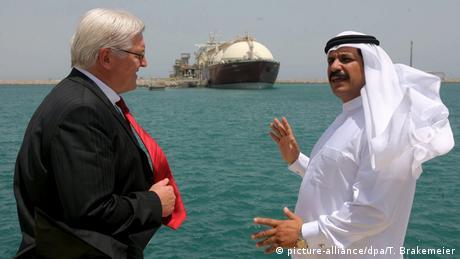 BG Katar-GCC | Gaspipeline - Besuch des Außenministers Frank-Walter Steinmeier (2006) (picture-alliance/dpa/T. Brakemeier)
