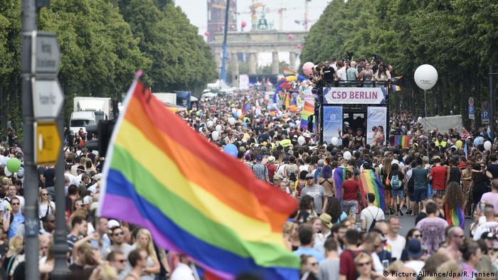 Christopher Street Day in Berlin (Picture Alliance/dpa/R. Jensen)