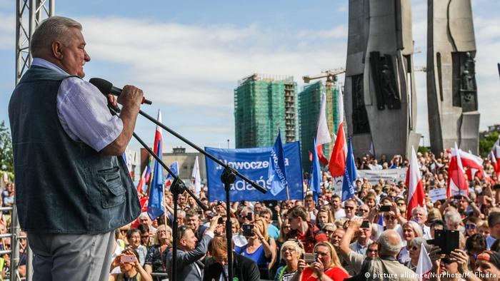 Лех Валенса на протестах проти судової реформи у липні